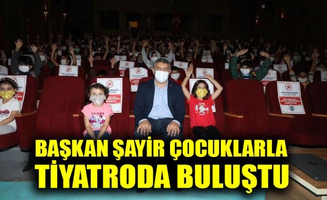 Başkan Şayir çocuklarla tiyatroda buluştu