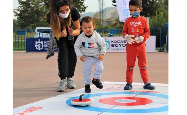Çocuklar Floor Curling ile eğlendi