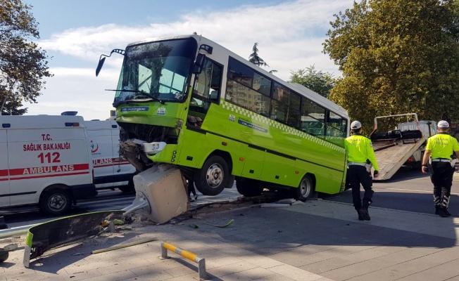Kocaeli'de özel halk midibüsü ile hafif ticari araç çarpıştı: 7 yaralı
