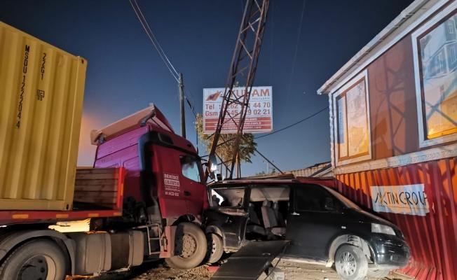 Gebze'de 4 aracın karıştığı kazada 2 kişi yaralandı