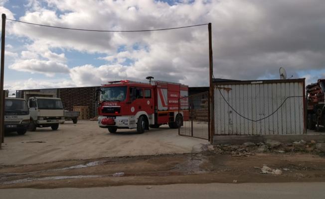 Gebze'de palet fabrikasında yabancı uyruklu işçilerin kaldığı konteyner yandı