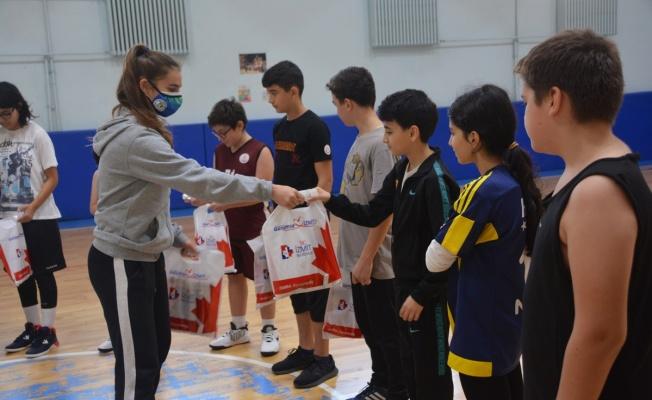 Genç basketbolcu Defne'den minik sporculara özel mektup
