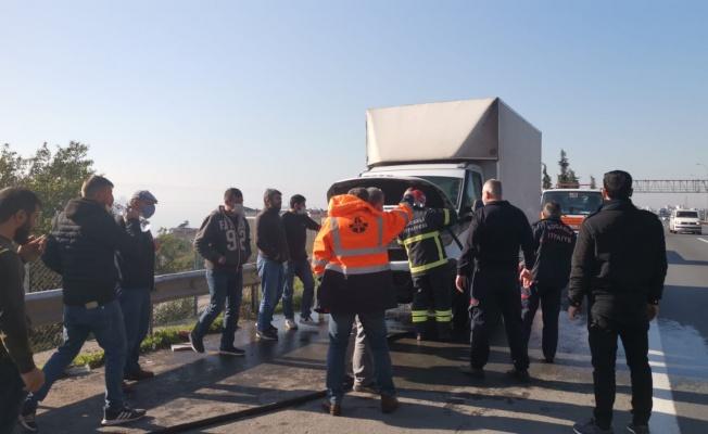 Kocaeli'de mobilya yüklü kamyonette çıkan yangın söndürüldü