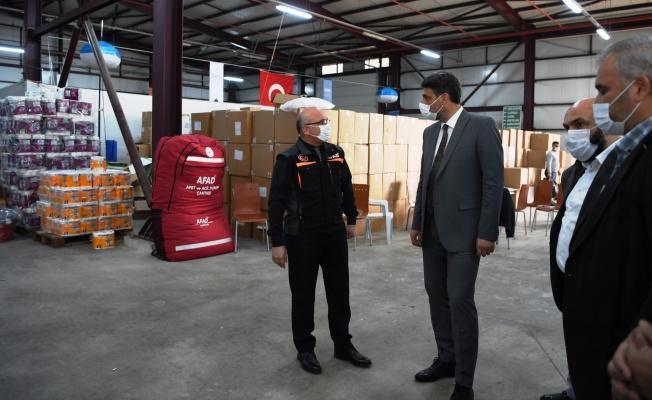 Kocaman, İzmir yardımlarını Afad'a teslim etti