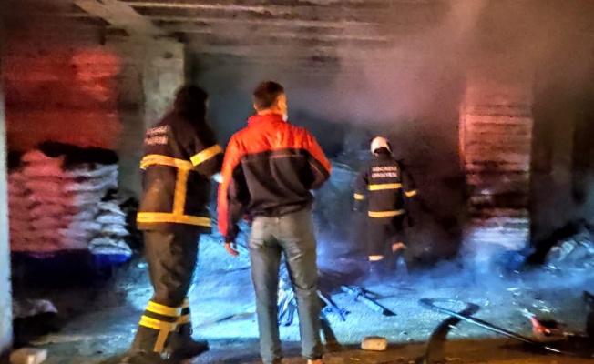 Dilovası'nda giriş kattaki odun deposunda çıkan yangın söndürüldü