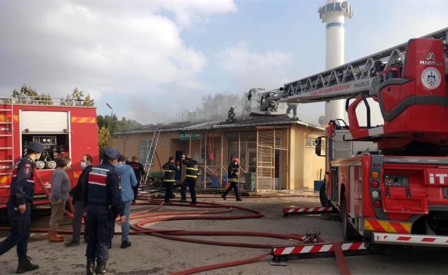 Gebze'de kulübeden camiye sıçrayan yangın söndürüldü