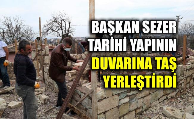 Başkan Sezer tarihi yapının duvarına taş yerleştirdi