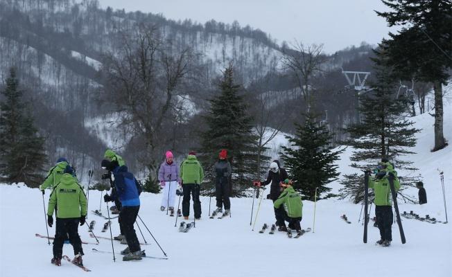 Kartepe kayak merkezi yarıyıl tatiliyle hareketlendi