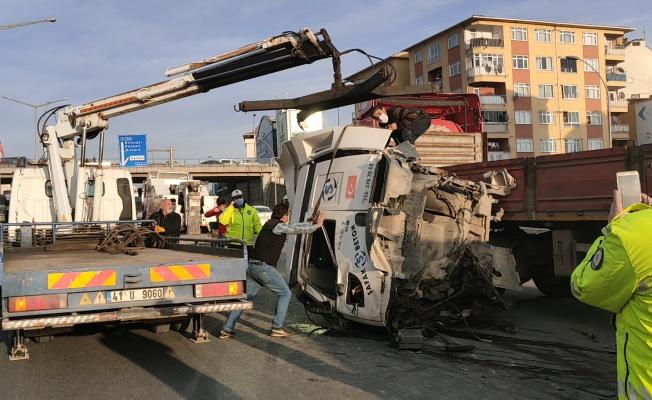 Kocaeli'de D-100 Karayolu'ndaki kaza ulaşımı aksattı