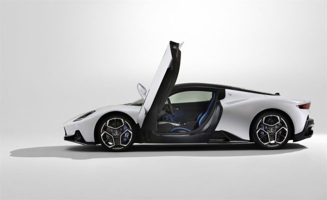 """Maserati MC20, """"2021 Yılının En Güzel Süper Spor Otomobili"""" ödülünü aldı"""