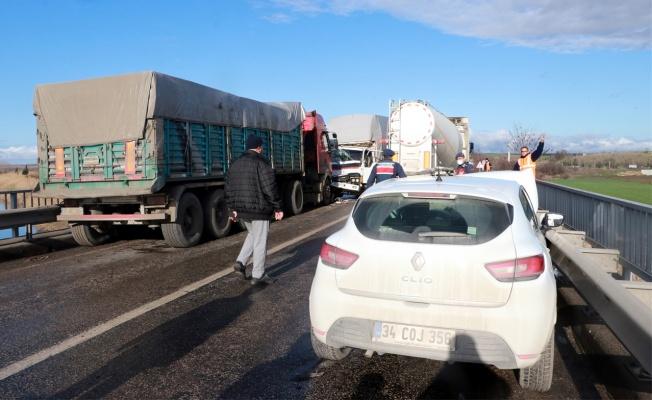 Zincirleme trafik kazasında 2 kişi yaralandı