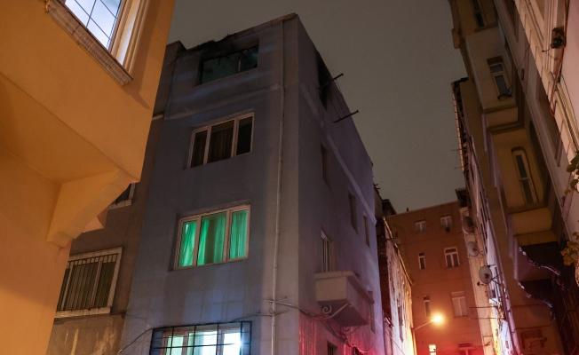 Beyoğlu'nda binada çıkan yangında 1 kişi yaralandı
