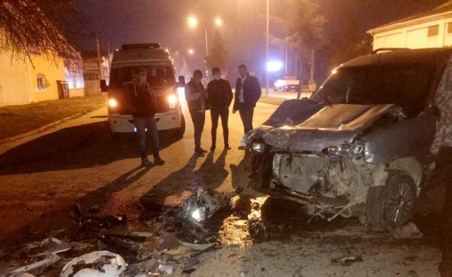 Bursa'da kamyon ile çarpışan hafif ticari aracın sürücüsü yaralandı