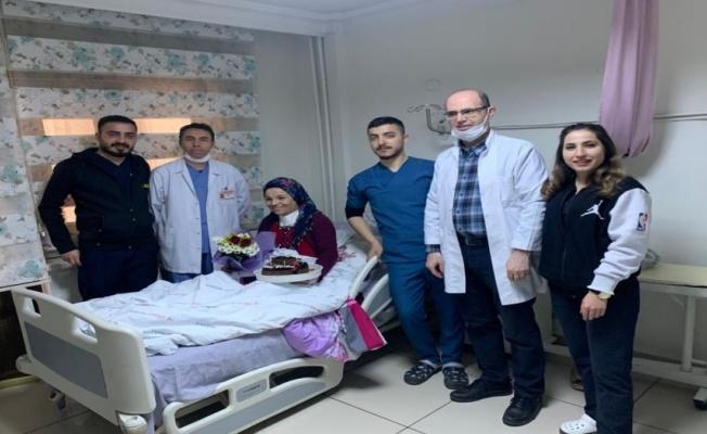 Doğum gününde kanseri yendi