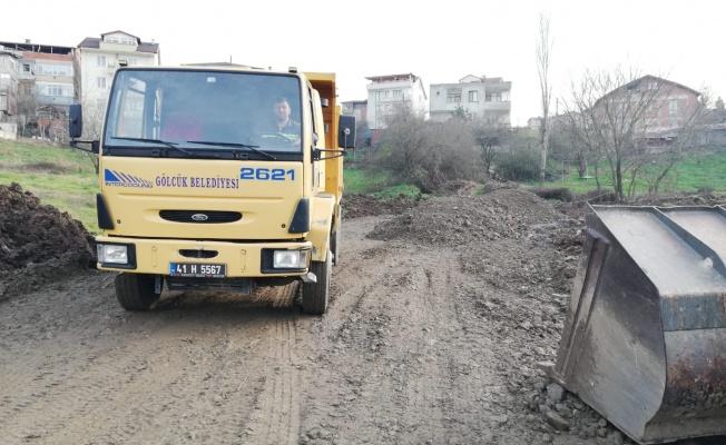 Gölcük Belediyesi Fen İşleri Müdürlüğü kentin dört bir yanında çalışıyor