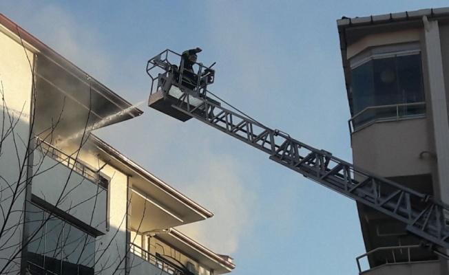 Kırklareli'nde yangın çıkan 5. kattaki dairesinin balkonundan atlaması sonucu yaralanan kişi hastanede öldü