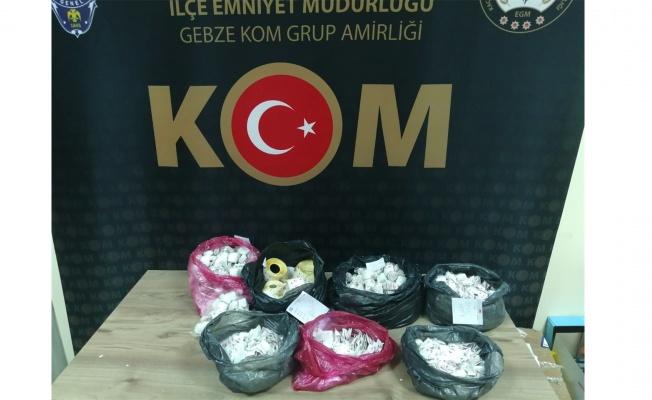 Kocaeli'de 500 bin boş makaron ve 25 bin 160 tütün bandrolü yakalandı