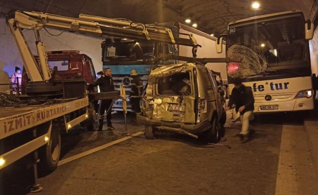 Kocaeli'de 5 aracın karıştığı zincirleme trafik kazası: 5 yaralı