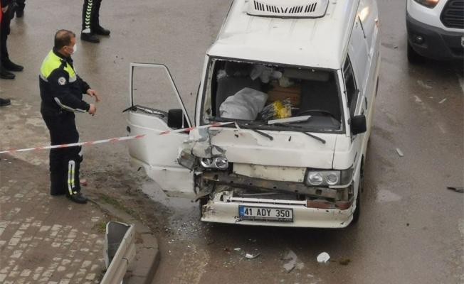 Kocaeli'de zincirleme trafik kazasında 2 kişi yaralandı