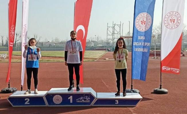 Mudanya'ya yılın ilk madalyaları atletlerden geldi
