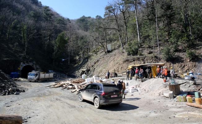 Çanakkale'de göçüğün yaşandığı maden ocağında mahsur kalan işçiyi kurtarma çalışması sürüyor
