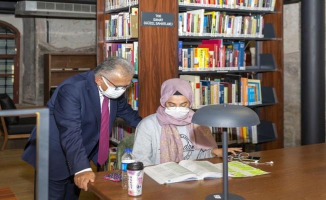 Kayseri, kütüphane ziyaretçileriyle Türkiye üçüncüsü