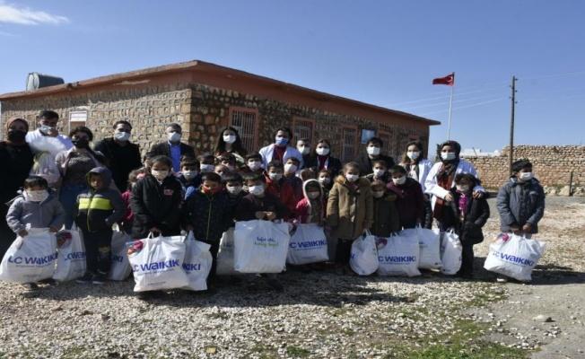 Mardin'de sağlık çalışanları köy okullarını unutmadı