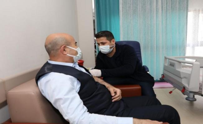 Mardin Valisi Demirtaş, COVID-19 aşısını oldu