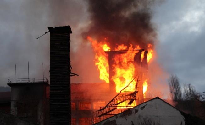 Pazaryeri'nde eski un fabrikasında çıkan yangın söndürüldü