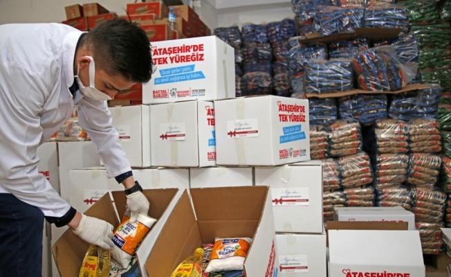 Ataşehir Belediyesi aşevinde hazırlanan iftar yemeklerini ihtiyaç sahiplerine ulaştıracak