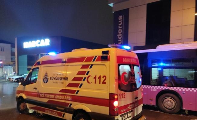 Ataşehir'de aracın çarpması sonucu otobüsün altına sürüklenen kadın hayatını kaybetti