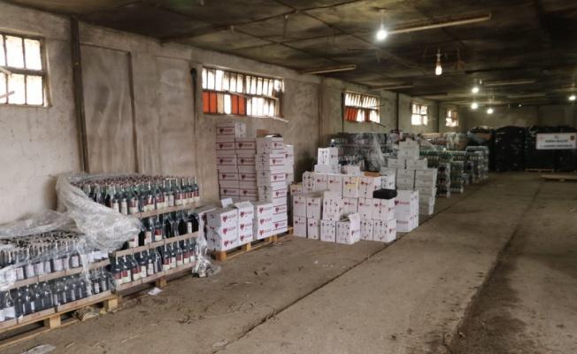Bursa'da bir depoda 10 bin litreye yakın kaçak içki ele geçirildi