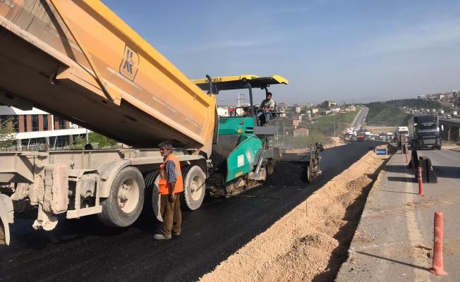 Gebze TEM Kuzey yan yollara asfalt serimi yapılıyor