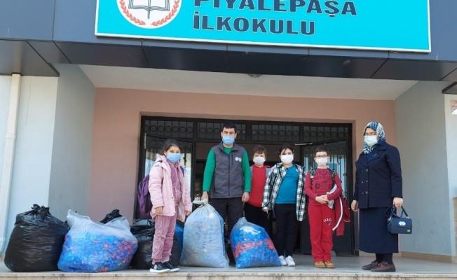 Gölcük'te öğrenciler 10 çuval mavi kapak topladı