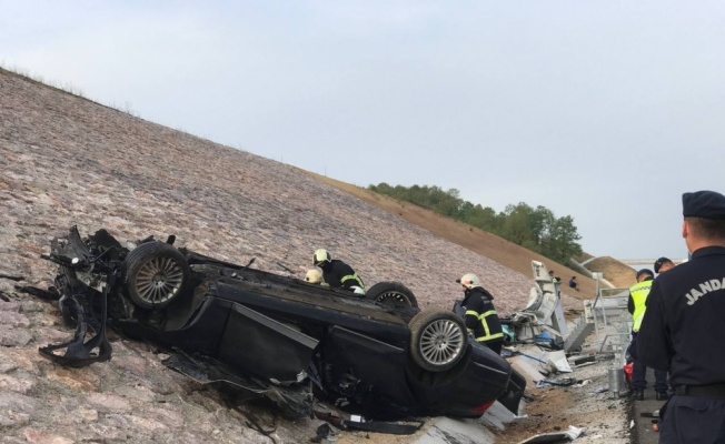 Kuzey Marmara Otoyolu'nda Kazakistan konsolosluğuna ait otomobilin devrilmesi sonucu 4 kişi öldü