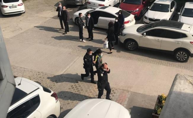 Kocaeli Adliyesi'ne ait otoparkta araçların lastiklerini kestiği iddia edilen zanlı yakalandı