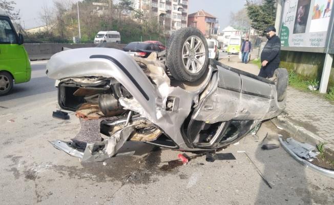 Kocaeli'de beton refüje çarpan otomobildeki 5 kişi yaralandı