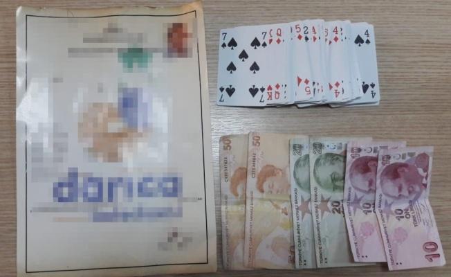 Kocaeli'de kumar oynayan ve Kovid-19 tedbirlerini ihlal eden 12 kişiye cezai işlem uygulandı