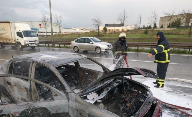 Kocaeli'de seyir halindeki otomobilde çıkan yangın söndürüldü