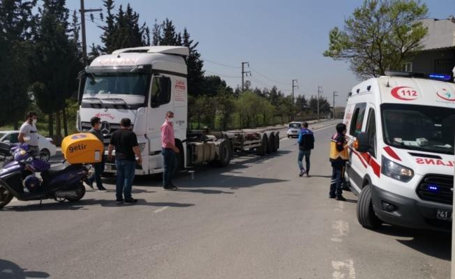 Kocaeli'de tırla çarpışan motosikletin sürücüsü yaralandı