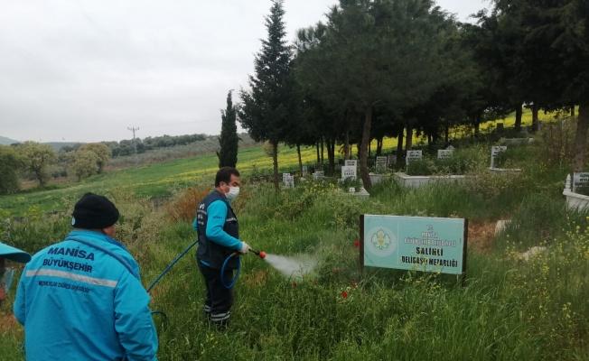 Manisa mezarlıkları bayrama hazırlıyor
