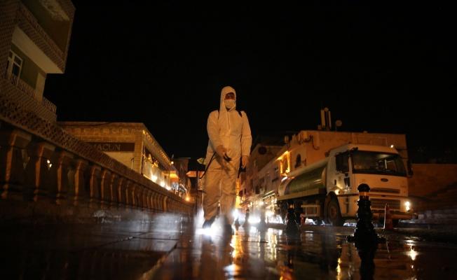 Mardin caddeleri sabunlu sularla dezenfekte edildi