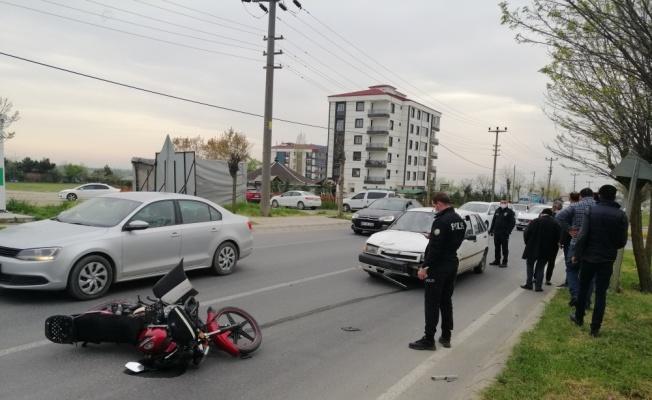 Tekirdağ'da otomobilin çarptığı motosikletteki baba oğul yaralandı