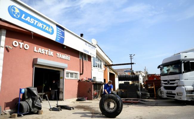 Trakya'da kısıtlamadan muaf tutulan lastik tamircileri mesailerini sürdürüyor