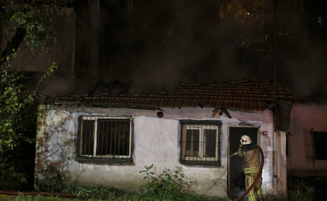 Beyoğlu'nda gecekonduda çıkan yangın söndürüldü