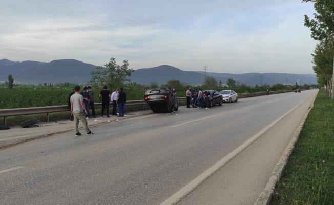 Bursa'da aydınlatma direğine çarpan otomobildeki 1 kişi yaralandı