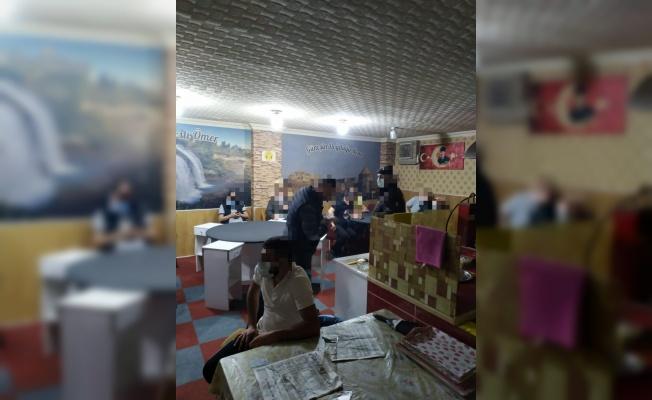 Darıca'da kumar oynayan ve Kovid-19 tedbirlerini ihlal eden 17 kişiye ceza uygulandı