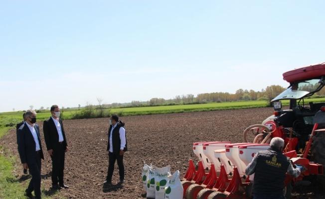 Edirne'de soya fasulyesi üretimini yaygınlaştırmak amacıyla üreticilere soya tohumu dağıtıldı