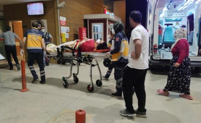 İnegöl'de 2. kattaki evinin penceresinden düşen genç kız yaralandı