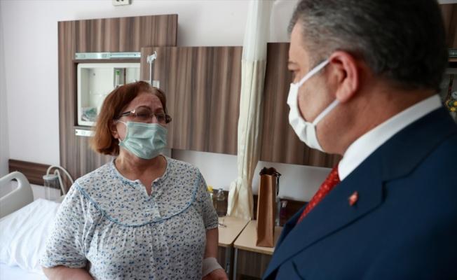 Sağlık Bakanı Koca, Edirne Sultan 1. Murat Devlet Hastanesi'nde tedavi görenleri ziyaret etti
